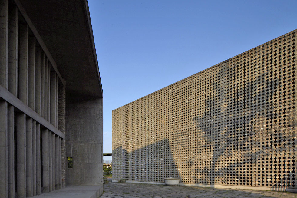 http://zeng-han.com/files/gimgs/32_wang-shu-hangzhou-china-academy-of-art-16.jpg